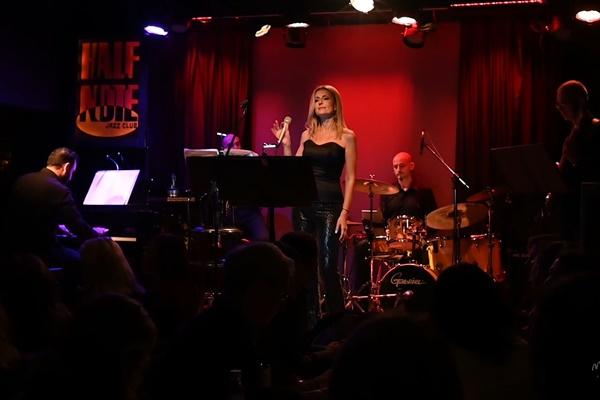 Ερωτική διαδικτυακή συναυλία με την Όλγα Βενέτη στις 14 Φεβρουαρίου